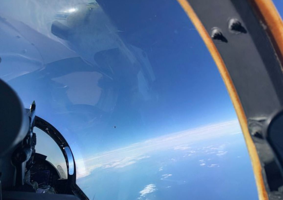 Photo from Navy pilot showing unidentified object